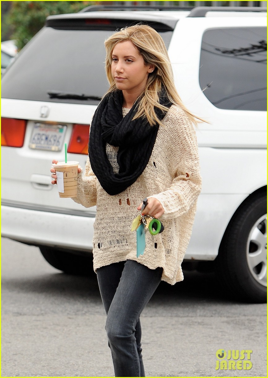 ashley tisdale starbucks studio city 04