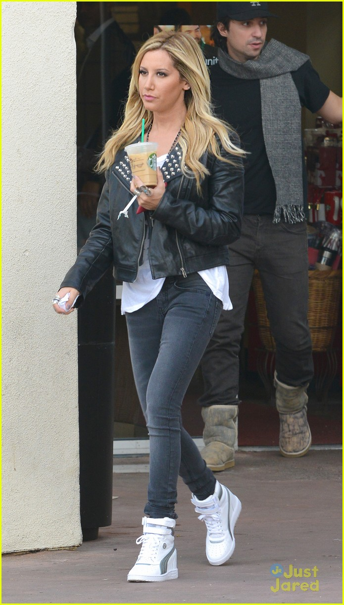 ashley tisdale starbucks trader joes 05