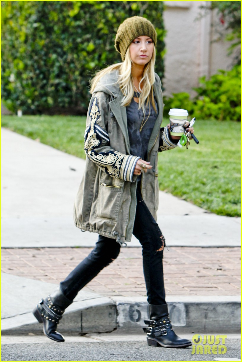 ashley tisdale urth caffe cute 01