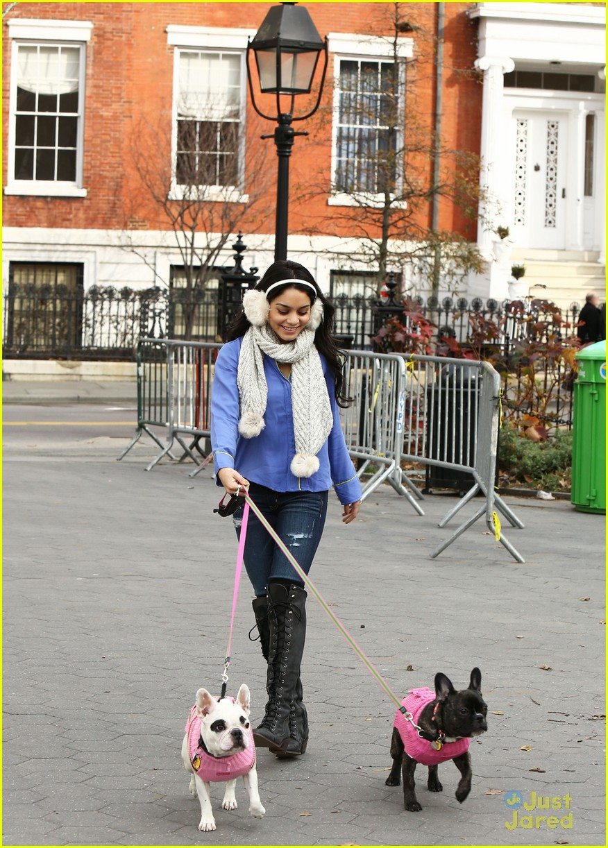 vanessa hudgens dog walking 01