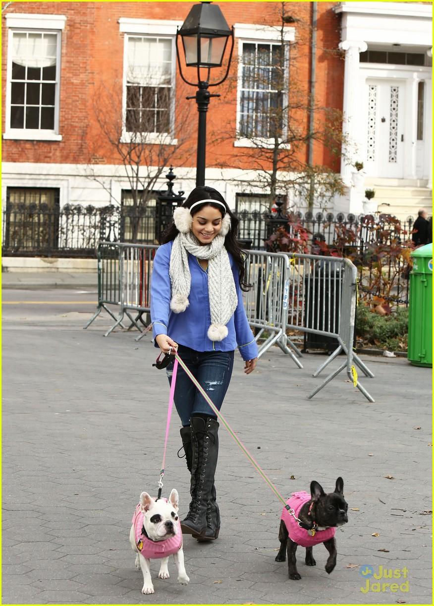 vanessa hudgens dog walking 01