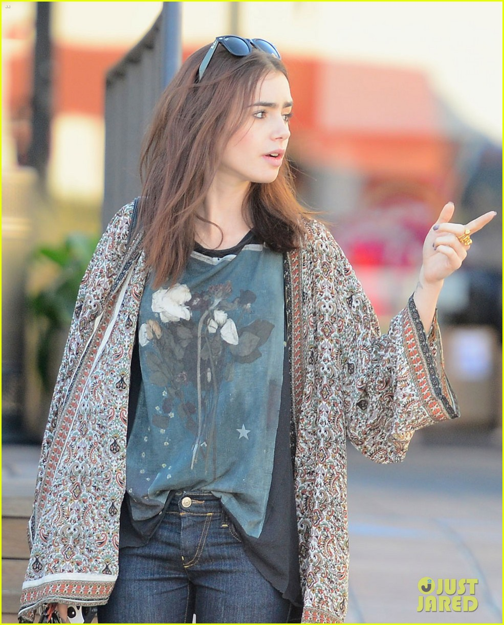 lily collins vegan lunch lady 01