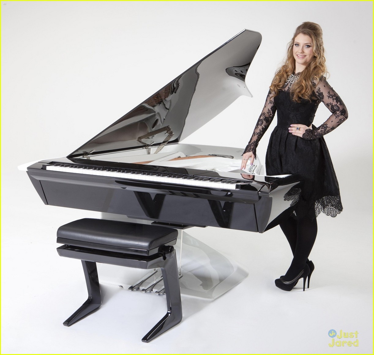 ella henderson peugeot piano 01