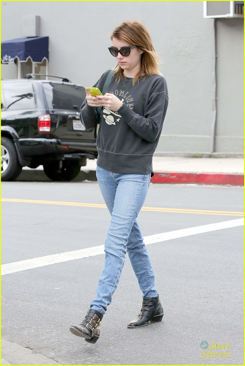 emma roberts moonlight sweater 15