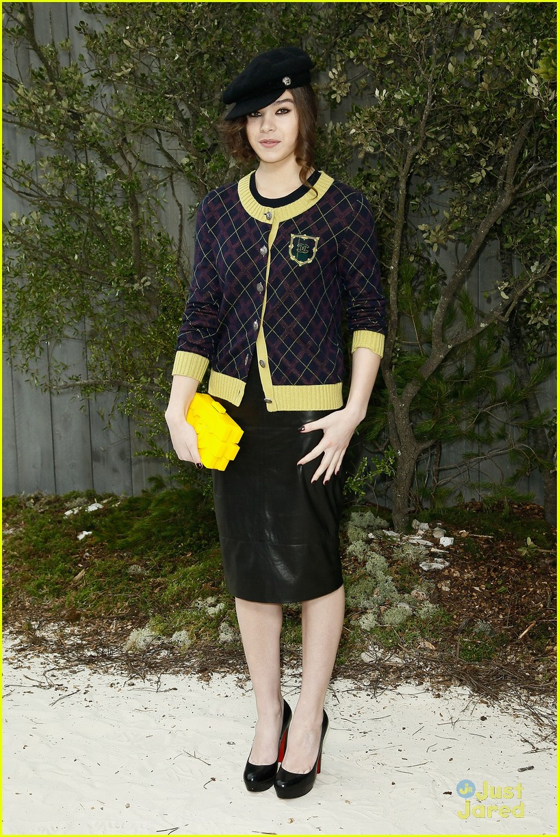 hailee steinfeld chanel pfw 07