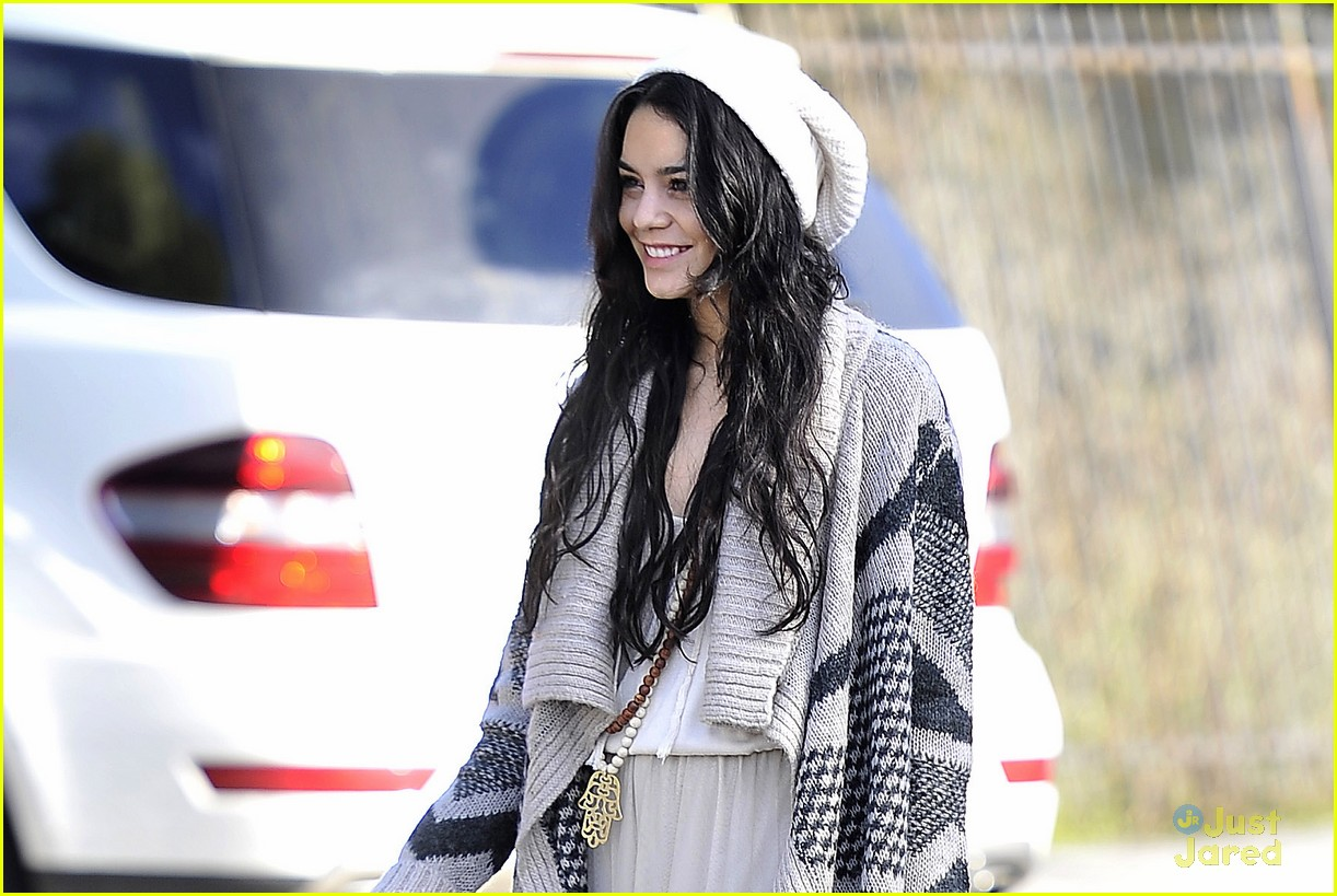 vanessa hudgens lets have an amazing 2013 02