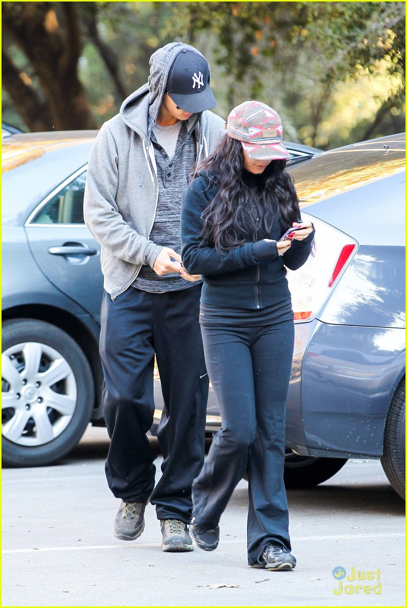 vanessa hudgens austin butler morning hike 01
