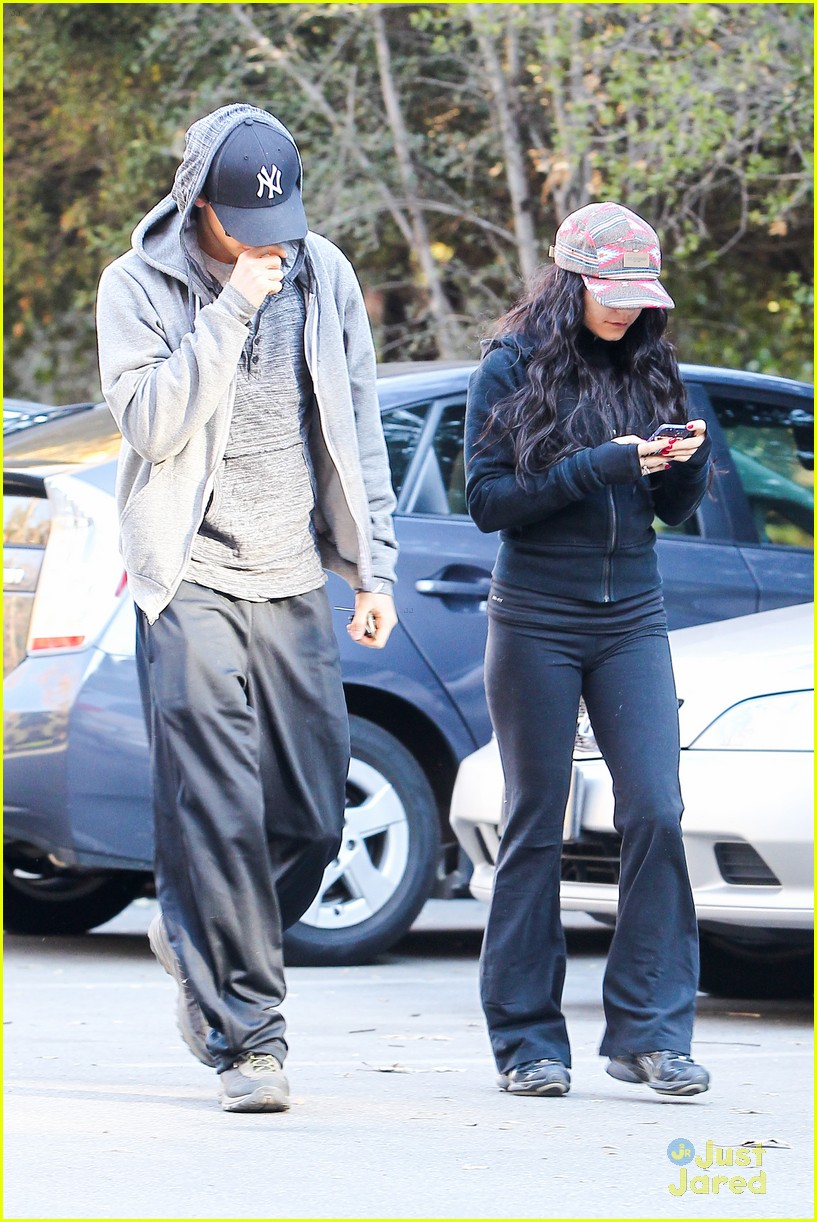 vanessa hudgens austin butler morning hike 05