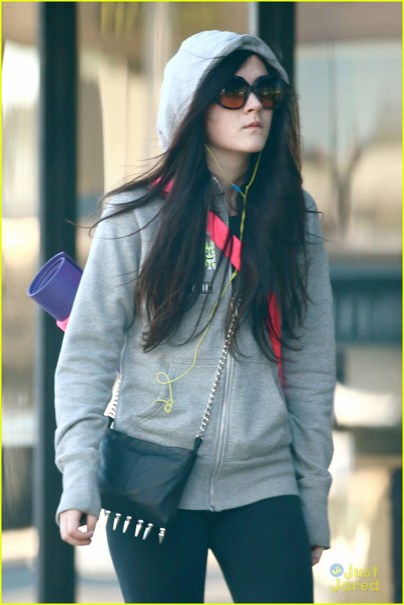 isabelle fuhrman yoga class 04