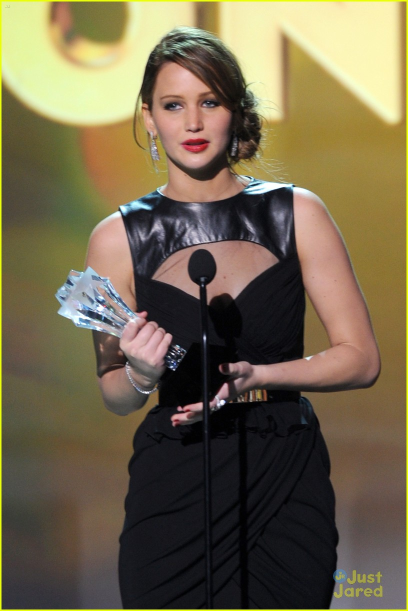 jennifer lawrence critics choice winner 19