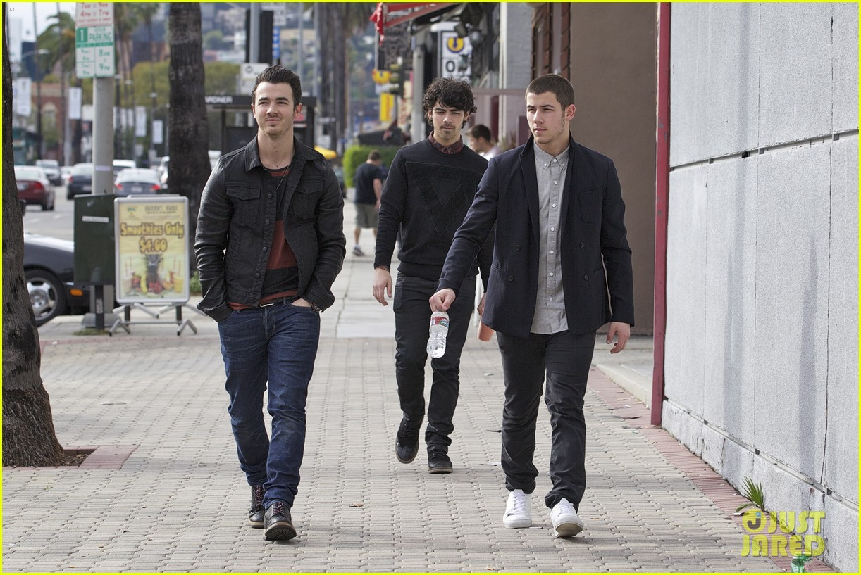 jonas brothers guitar center 04
