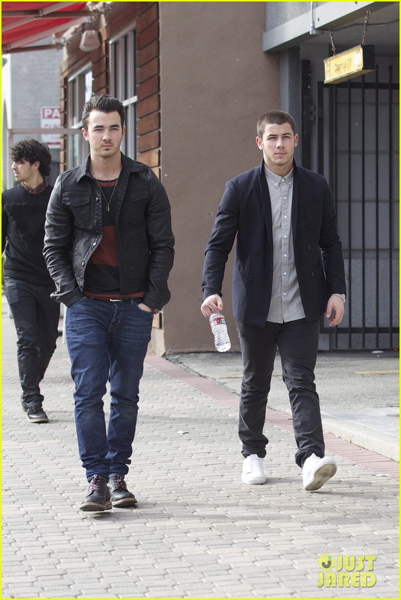 jonas brothers guitar center 11