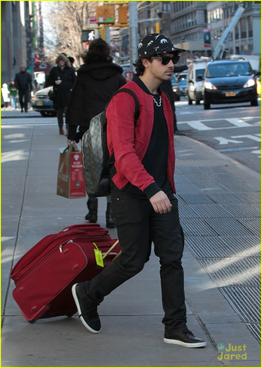 nick joe jonas off to airport 01