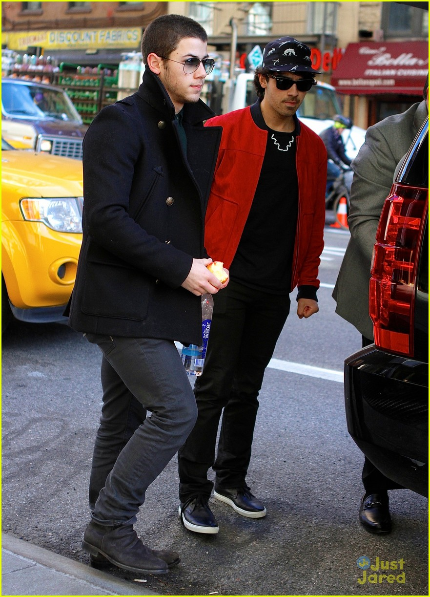 nick joe jonas off to airport 02