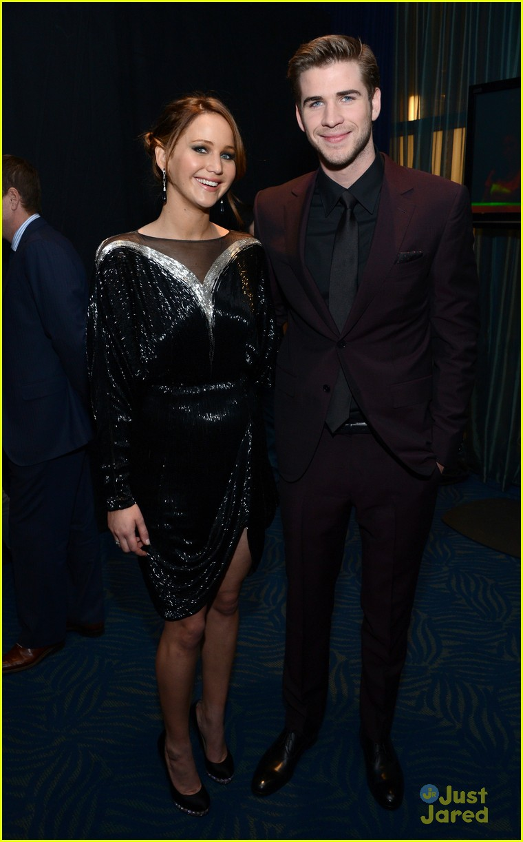 liam hemsworth josh hutcherson pcas 2013 01