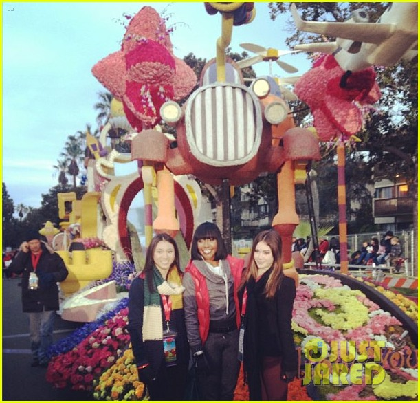 mckayla maroney kyla ross rose parade 02