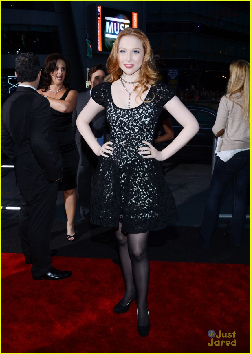 molly quinn pcas 2013 04