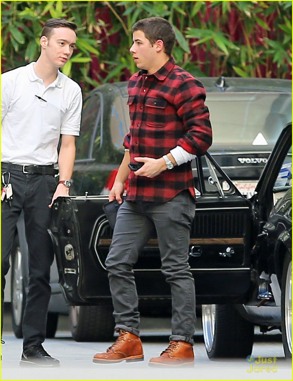 nick jonas plaid meetings 06