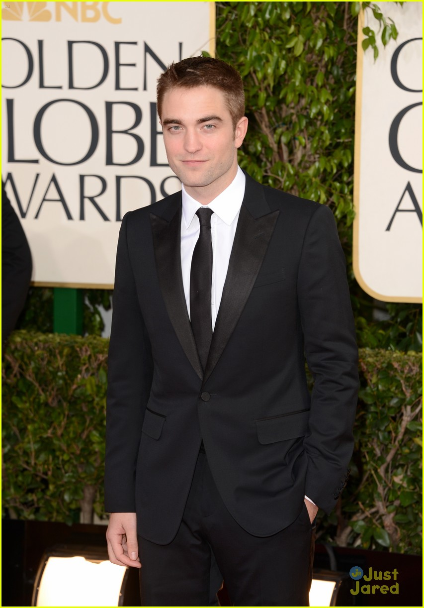 robert pattinson golden globes 04