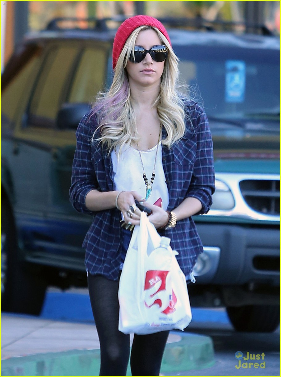 ashley tisdale road trip 07