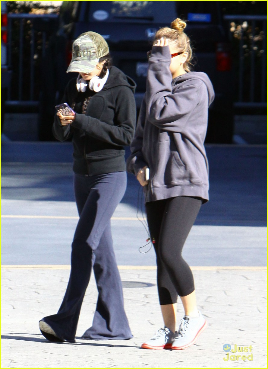 vanessa hudgens austin butler workout leave 10