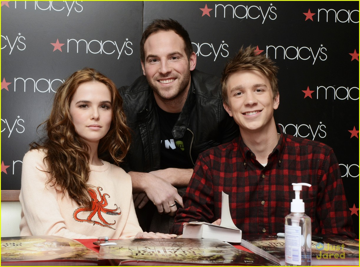 zoey deutch thomas mann bc jersey stop 01