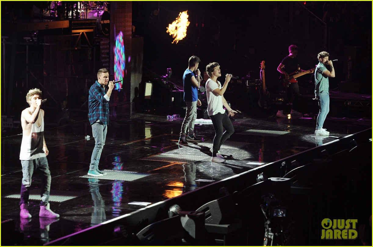 one direction o2 arena performance 35