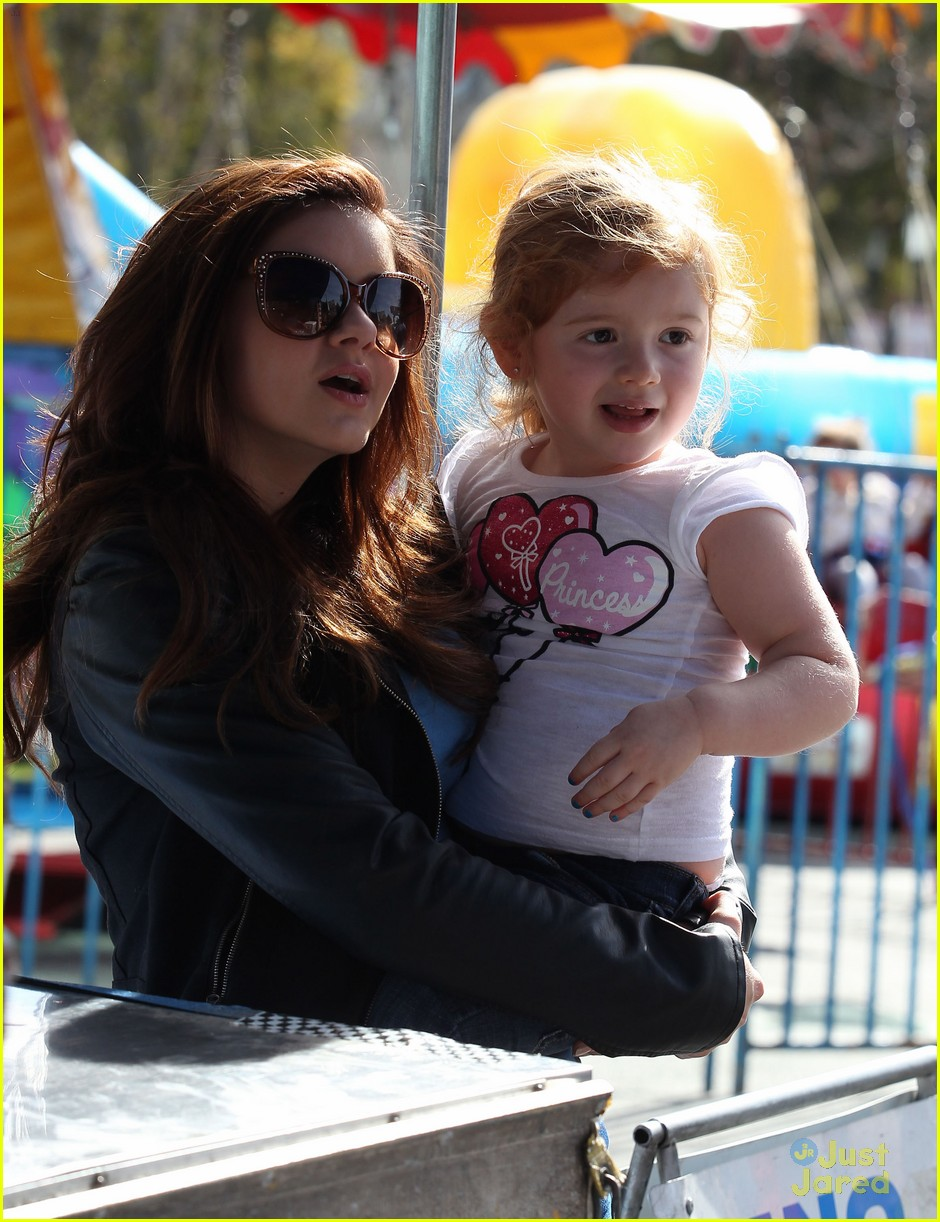 ariel winter skylar farmers market 04