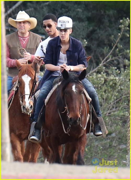 justin bieber horseback ride 03