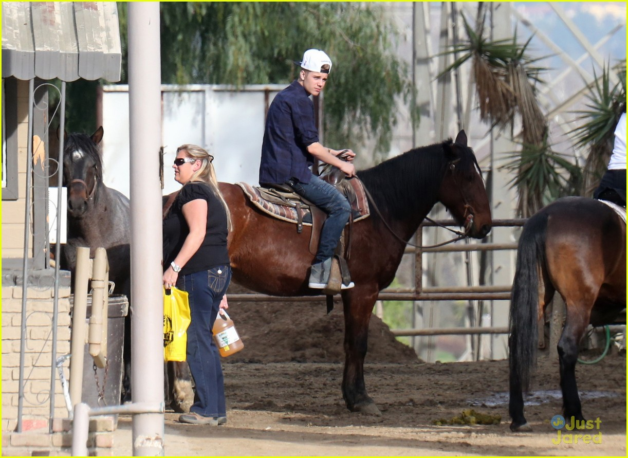 justin bieber horseback ride 10