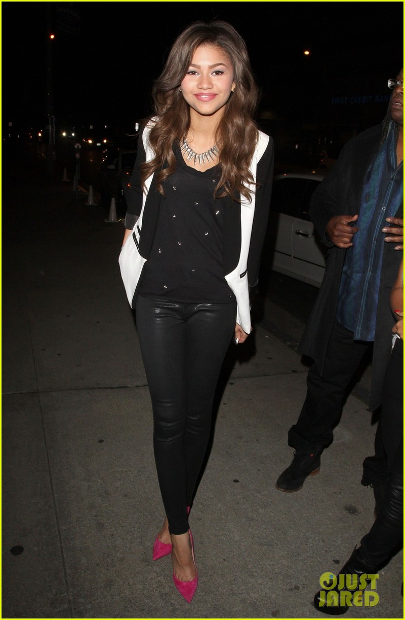 zendaya coleman family friends night out 03