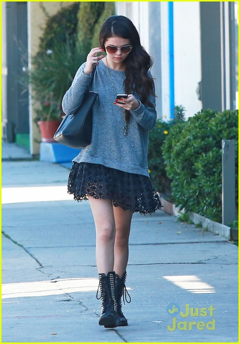 selena gomez lunch with lily collins 01