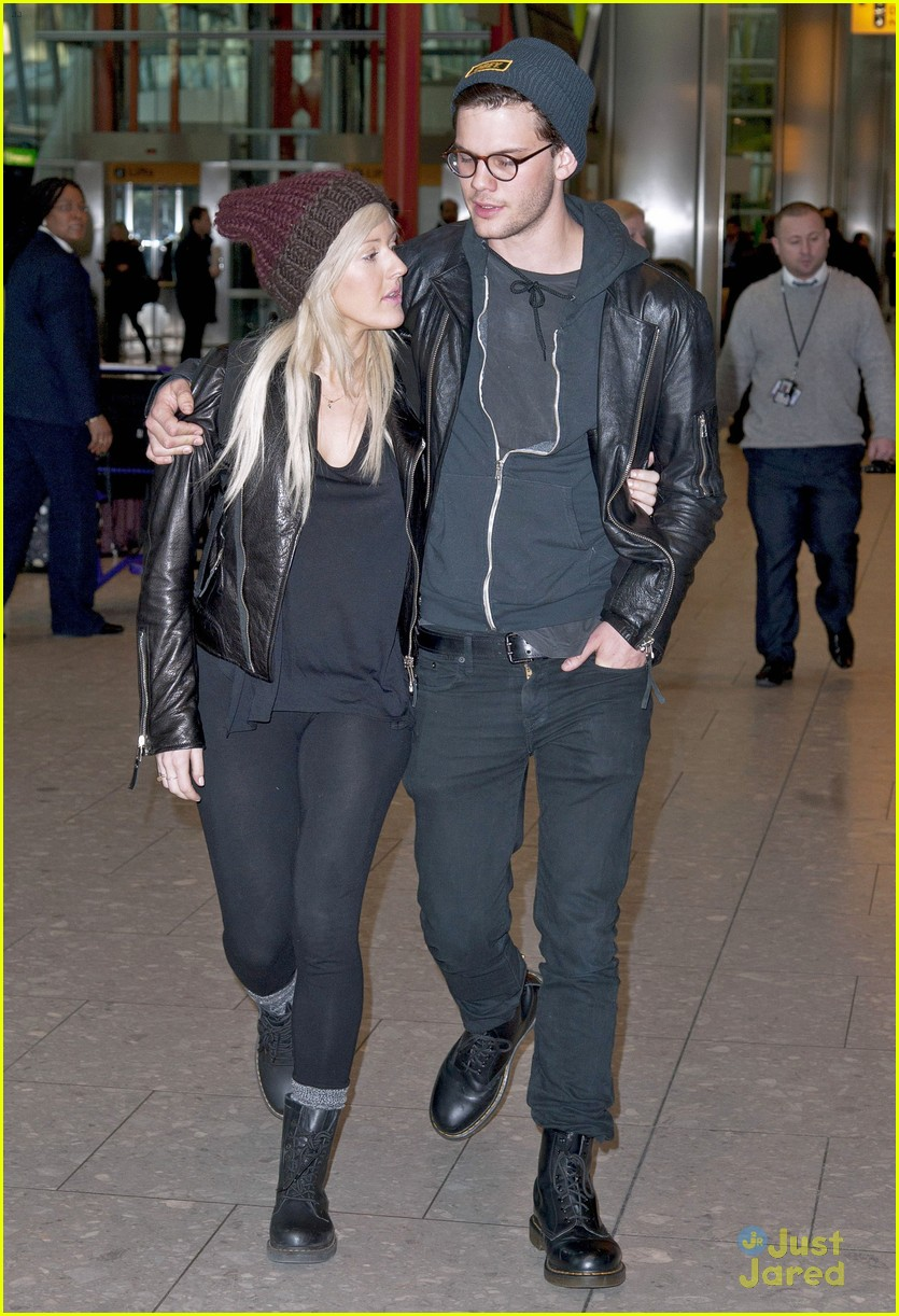 ellie goulding jeremy irvine airport couple 03