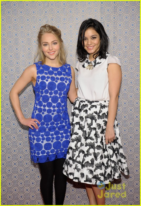 vanessa hudgens alice olivia fashion show 17
