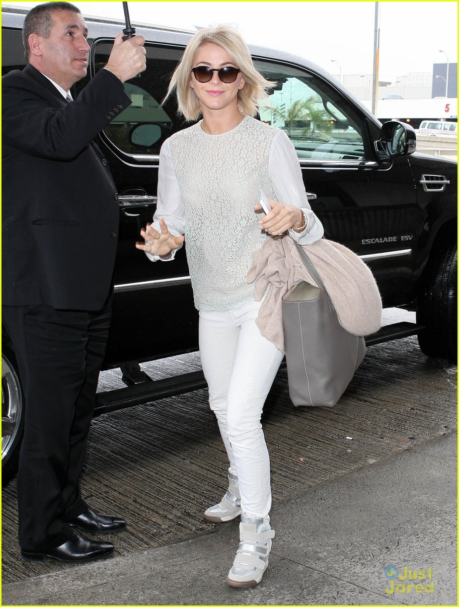julianne hough lax arrival 01