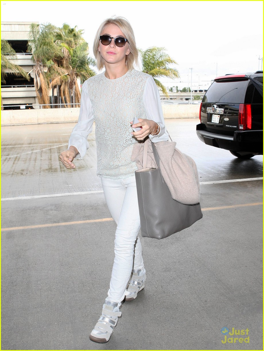 julianne hough lax arrival 03