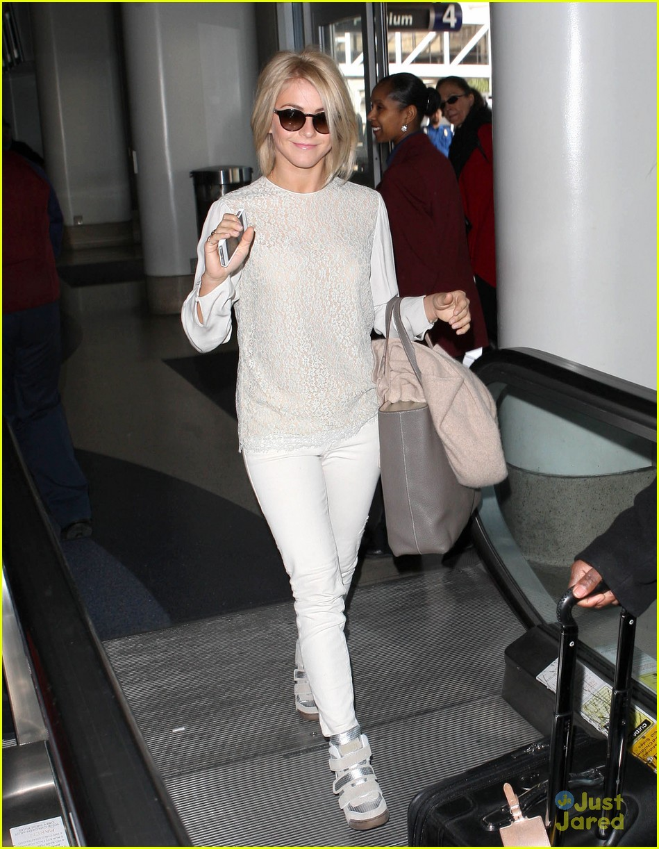 julianne hough lax arrival 05