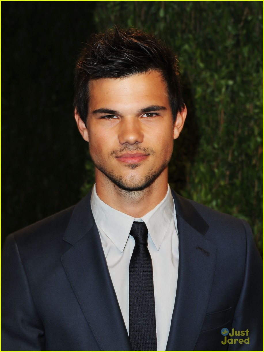 taylor lautner vanity fair oscar party 2013 01