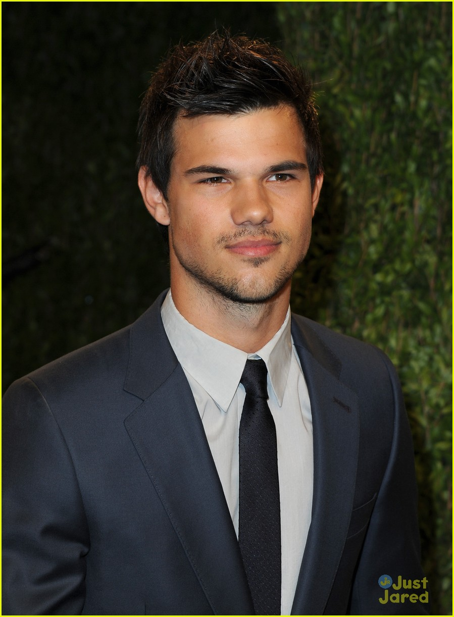 taylor lautner vanity fair oscar party 2013 05