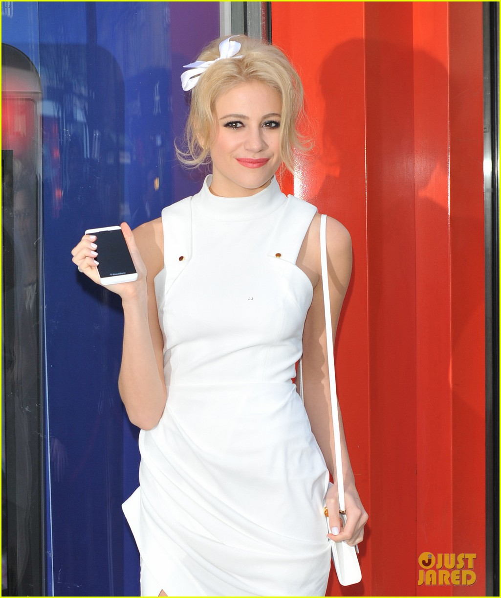 pixie lott blackberry z10 launch event 27