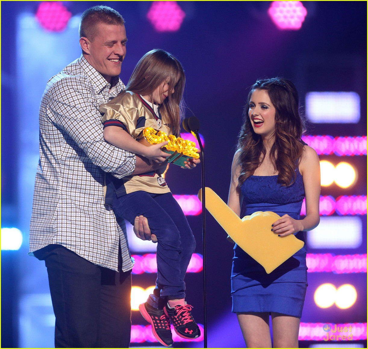 laura marano raini rico rodriguez hall game awards 02