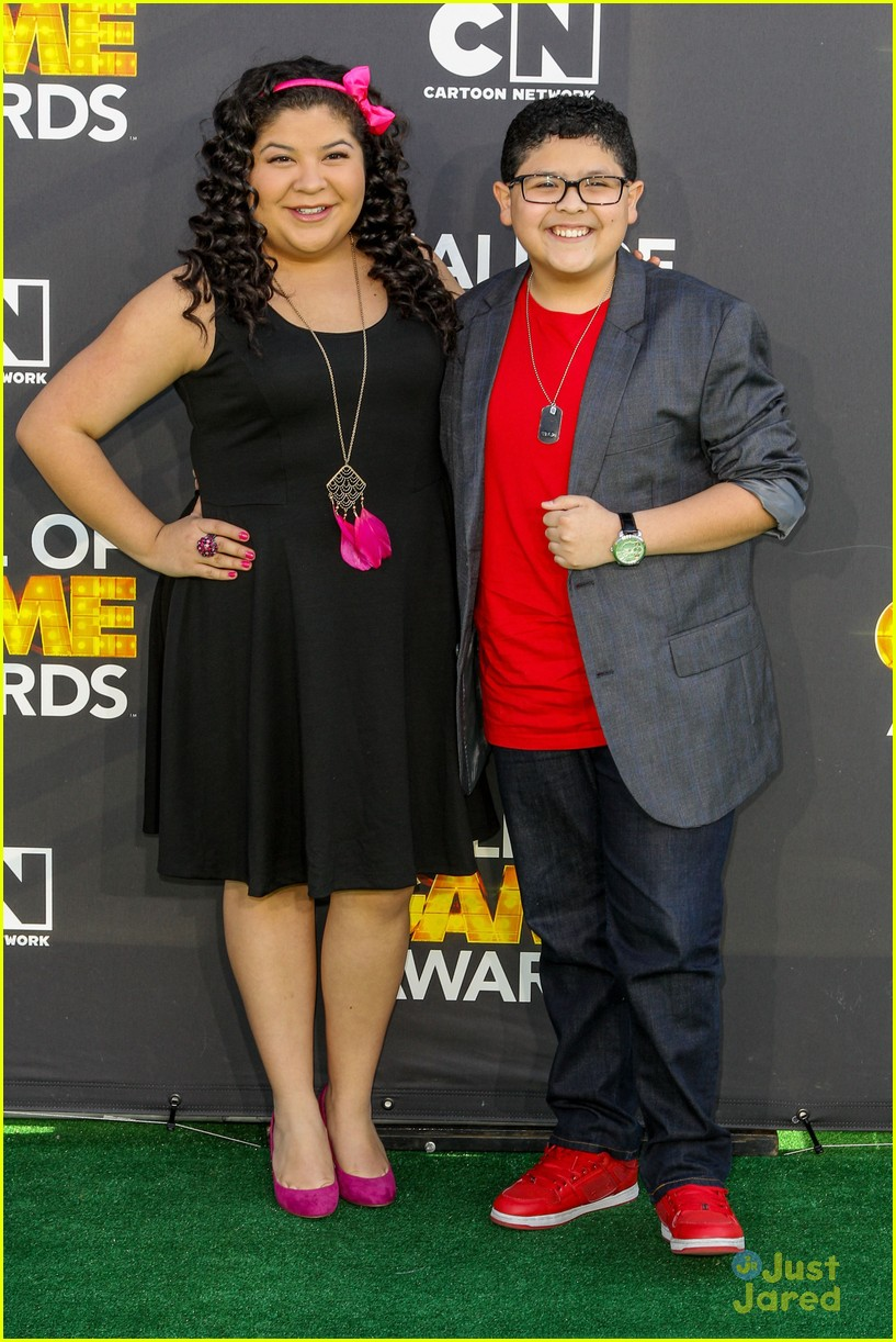 laura marano raini rico rodriguez hall game awards 13