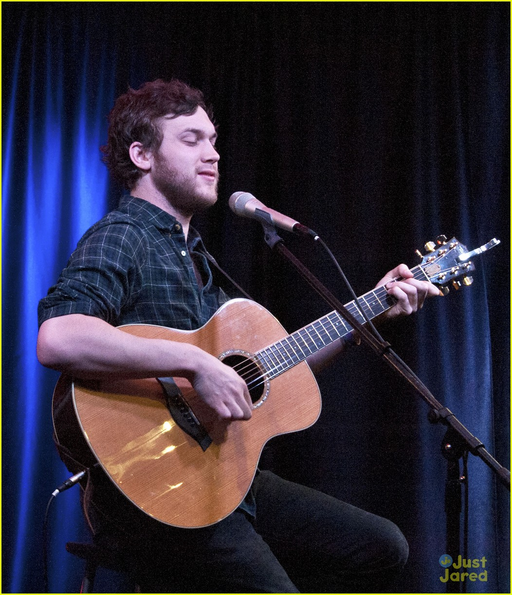 phillip phillips big fan of the walking dead 04