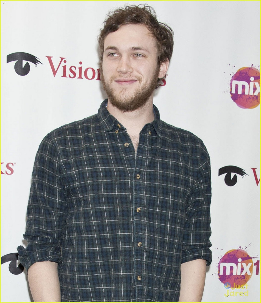 phillip phillips big fan of the walking dead 05
