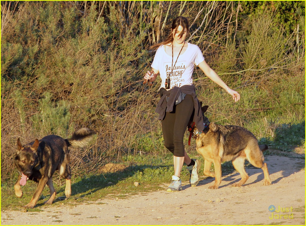 nikki reed hike hills dogs 05
