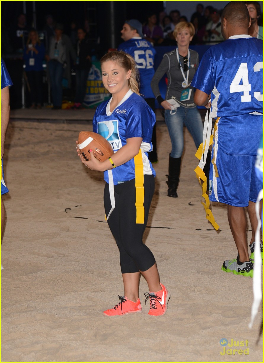 shawn johnson directv celeb bowl 15