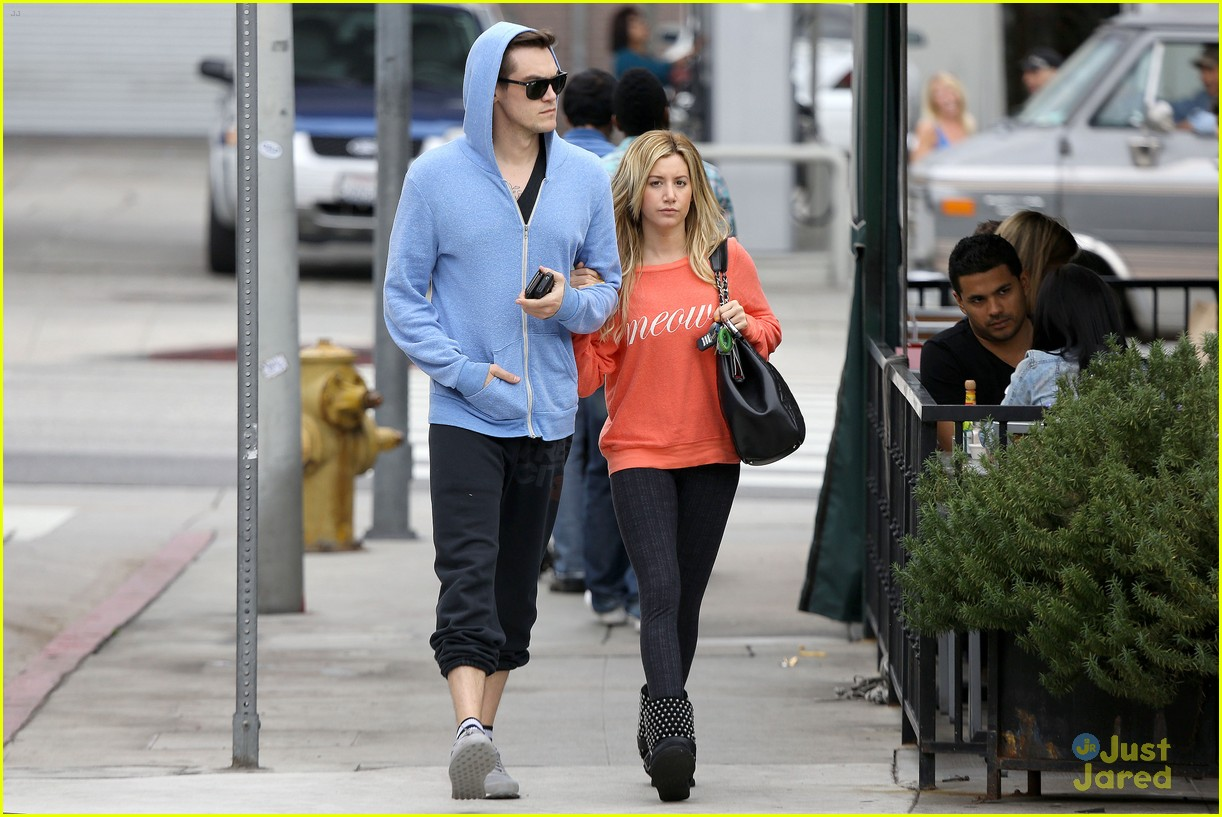 ashley tisdale super bowl shopping 05