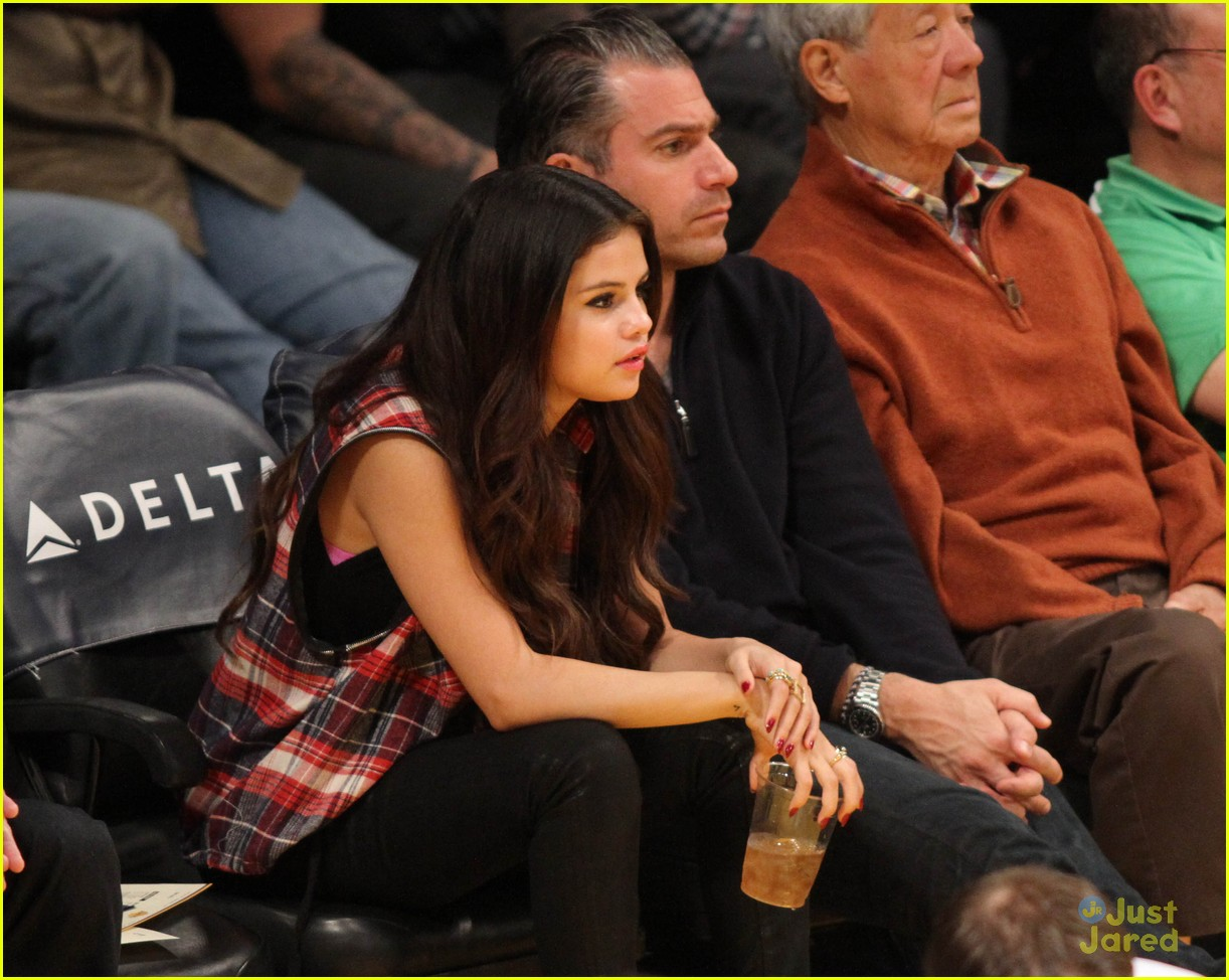 selena gomez lakers game 05