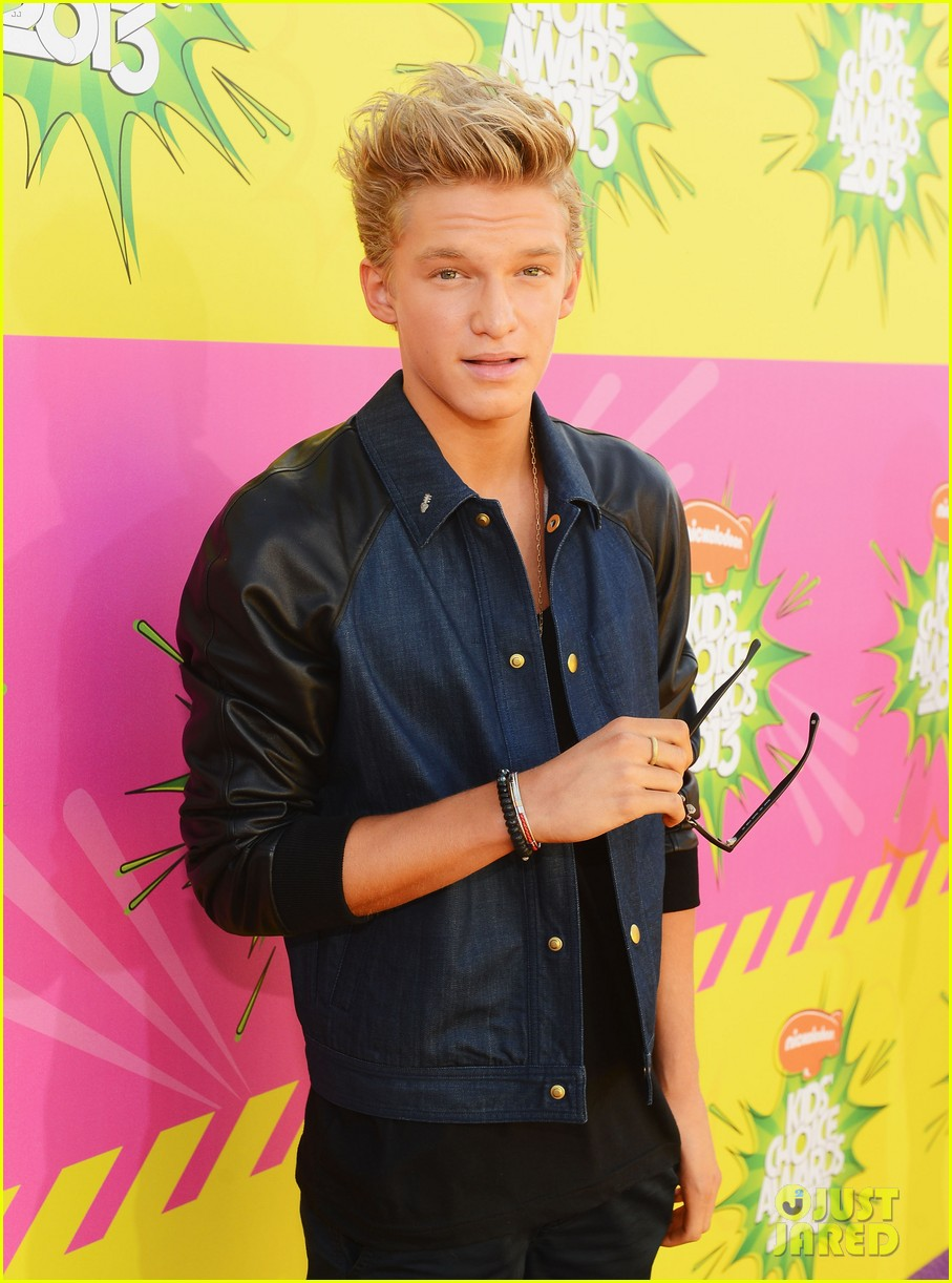 cody simpson kids choice award carpet 05