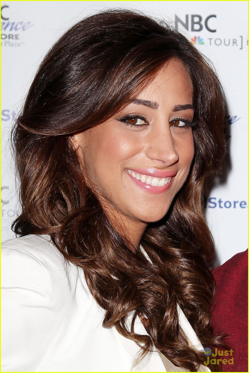 Kevin & Danielle Jonas: 'Married To Jonas' Fan Meet & Greet | Photo 553691 - Photo Gallery | Just Jared Jr. - kevin-danielle-jonas-m2j-event-17